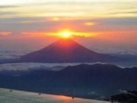 Matahari Terbit di Gunung Fuji, Jepang